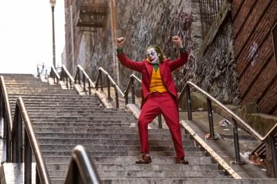 【話題作】映画『ジョーカー』、米国では各地で混乱も殺人シーンのたびに拍手する男が現れた劇場のほか、観客を観察する不審な男が現れ、観客たちが自主避難した劇場もあるという。