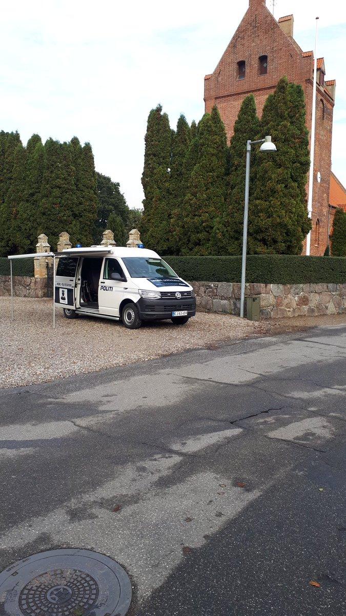 Så er den mobile politistation åben fra kl. 15 til 17. I dag holder vi ved kirken i Væggerløse #politidk https://t.co/bd2A50p0EJ