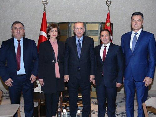 Cumhurbaşkanı @RTErdogan, Sırbistan'da belediye başkanlarını kabul etti. tccb.gov.tr/haberler/410/1…