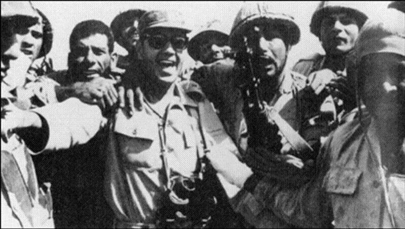 مذكرات الفريق سعد الدين الشاذلي  رئيس اركان حرب الجيش المصري اثناء حرب اكتوبر 1973 إنتقد  كامب ديفيد  فأمر السادات بنفيه من مصر EGWc46JWkAEyhMr
