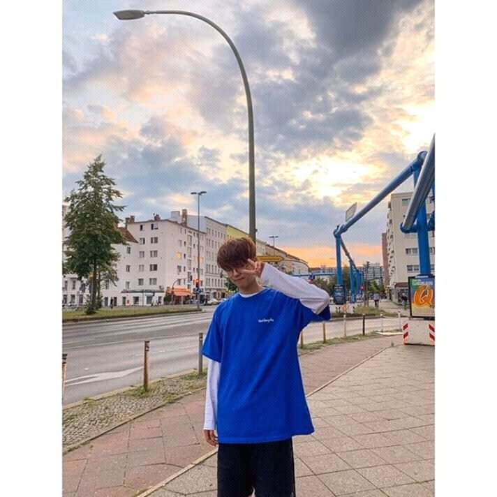 "SEUNGMIN SAY THAT HIS ENGLISH NAME IS ""Sky"". Now tell me how stop criying when he's right. Everytime i look at the sky, i gong to think in you, only you, Sky😭☁ #StrayKids #seungminstraykids"