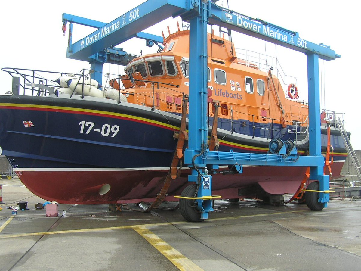 In need of a #boat lift? RNLI lifeboats from #Dover and #Newhaven were recently lifted by one of the South Easts largest units, at Port of Dover #Marina. For further information bit.ly/30USiKY #sailing #yachts