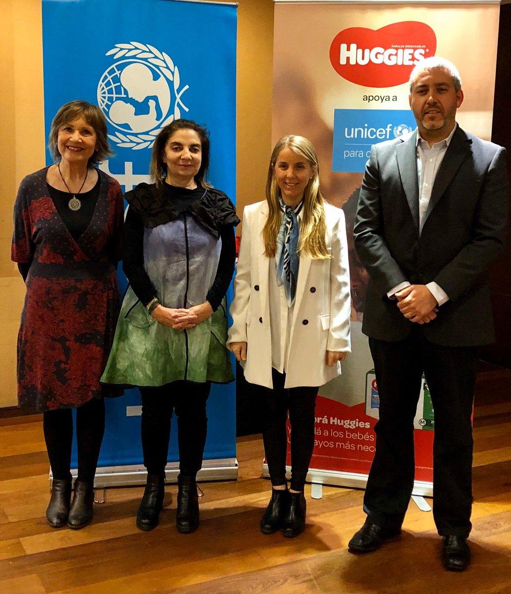 Hoy, @UNICEFuruguay y @huggiesuruguay firman una alianza por la que Kimberly Clark estará contribuyendo por 3 años al trabajo de UNICEF en el área de primera infancia: el programa #UnAbrazoParaCadaBebé https://t.co/l8lmCfs0kD