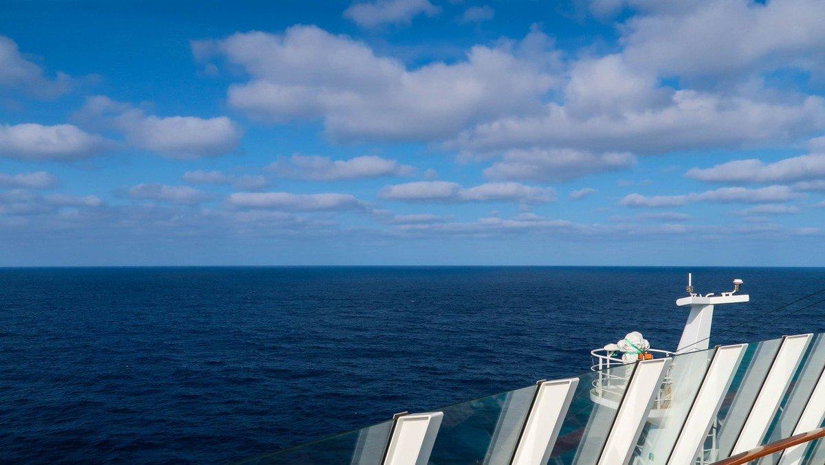 Meer bis zum Horizont. •  Sea to the horizon. • #AIDAsol  11.2017 / by Sebastian on tour • #water #sea #summer #travel #traveling #visiting #sky #nature #ocean #vacation #outdoors #fairweather #ship #aidasolmomente #aidamomentepic.twitter.com/SdIdGjz8QH