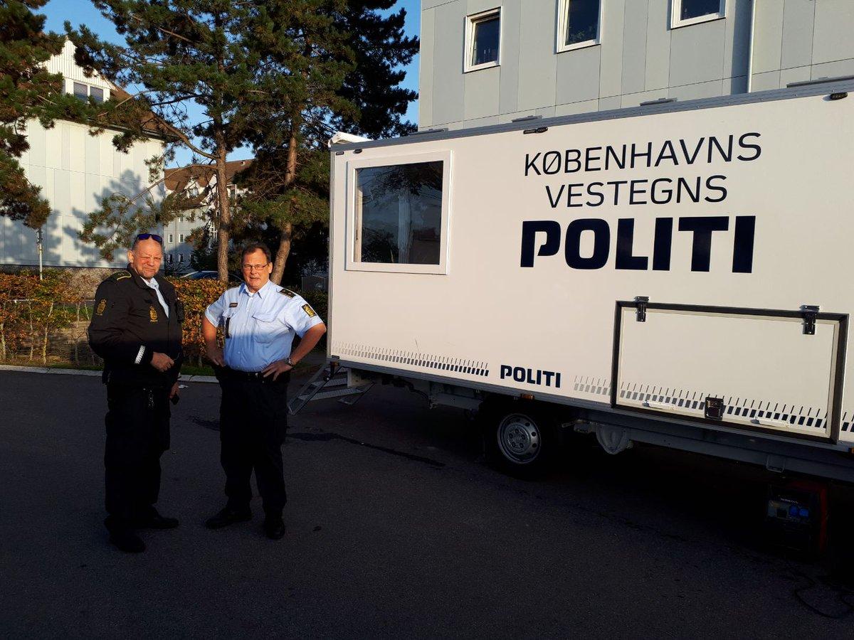 Vi er på Gildbrovej 2 i Ishøj til kl. 20 med en mobil politistation.  Efter drabet på en ung mand den 15/9 kl. 21.16 søger vi oplysninger hos beboere i området.  Har du oplysninger eller blot vil hilse på, så kom forbi. Og ellers kan du altid ringe til os på 114.  #politidk https://t.co/TamjKvpv6Z