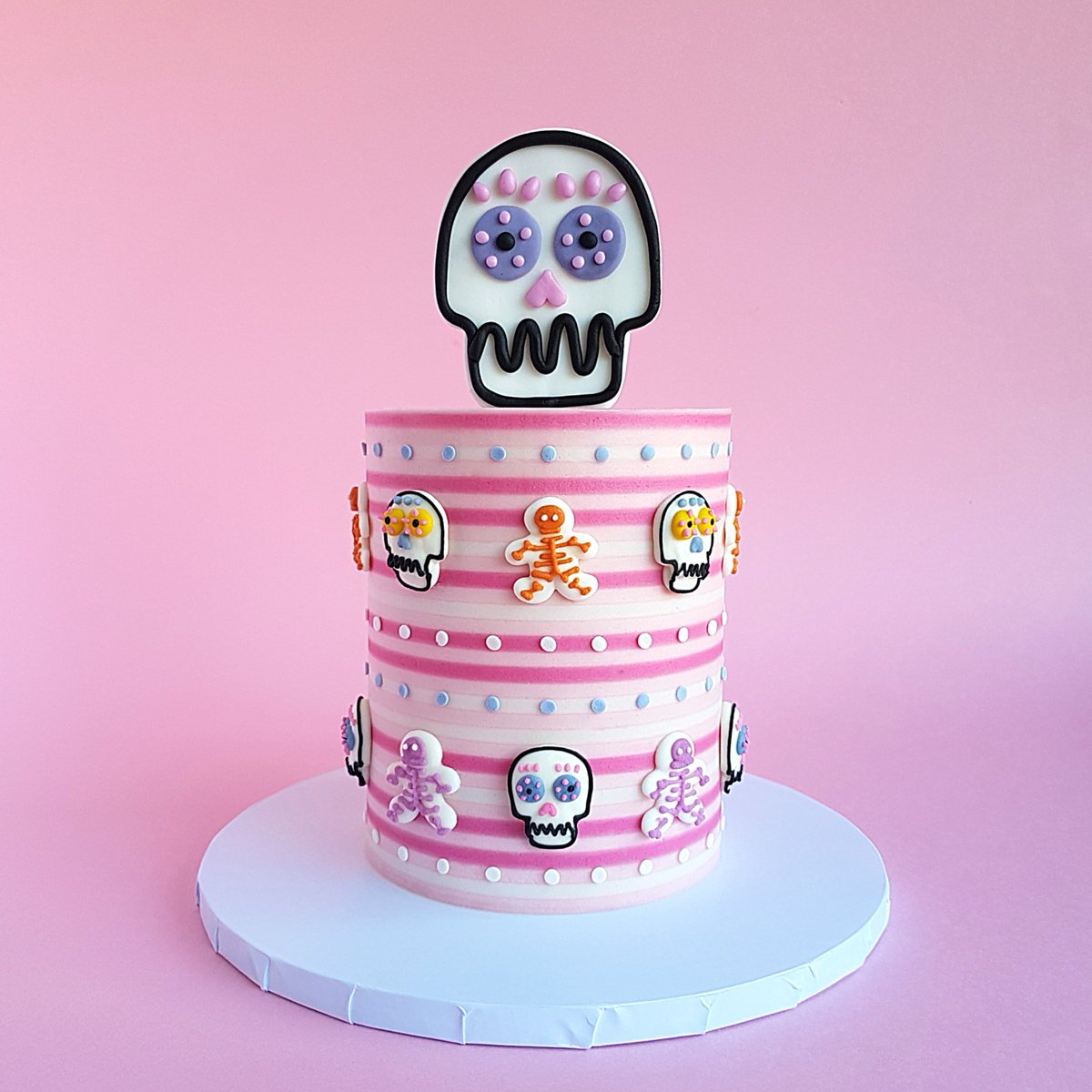 Bring on @BritishBakeOff #FestivalWeek  In celebration of the upcoming Day of the Dead Festival, this week's #showstopper - by #bakeboss The Sugar Alchemist - is a mini cake topped with our Trick or Tread 2Ds ⁣ #GBBO<br>http://pic.twitter.com/5hP2Sl7zLk