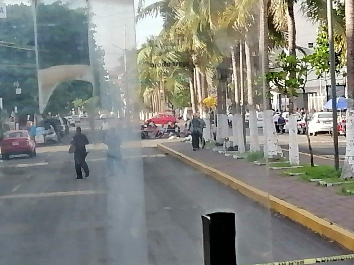 Continúa cerrada la circulación vehicular en la av. 20 de Noviembre frente al #HAEV #Veracruz