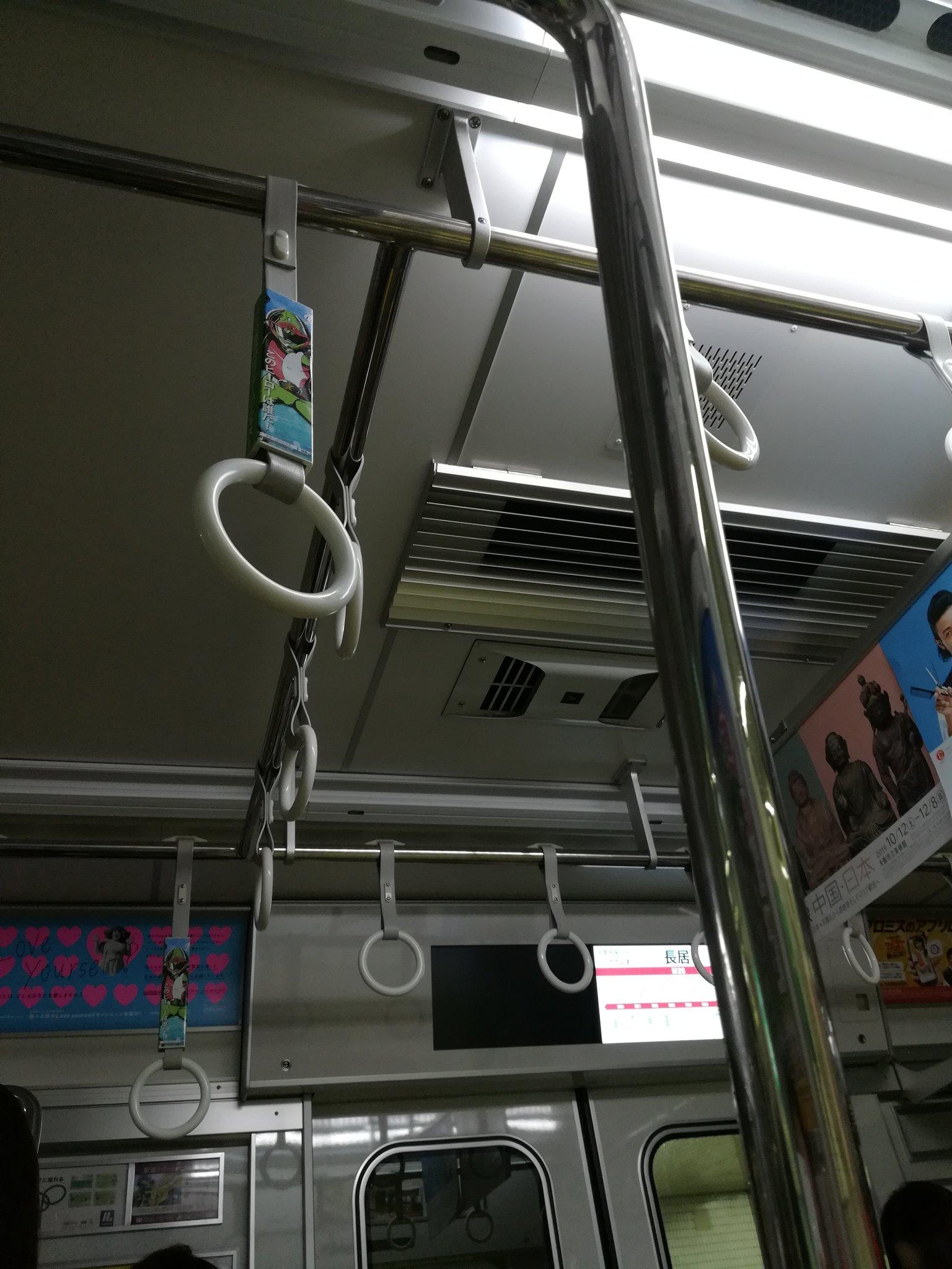 画像,#御堂筋線 昭和町駅で、人身事故発生で運転見合せ。救出作業で停電させるんですね。そらそうか。照明(非常照明が点いてる)もエアコンも止まってます。まあまあ、暑くな…