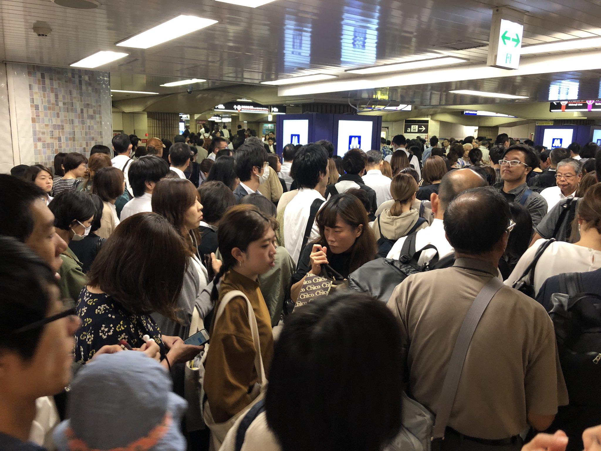 画像,昭和町で人身事故、御堂筋線全線ストップ。谷町線に移動するが、待つか、悩みどころです。 https://t.co/v3OZvD5nQO…