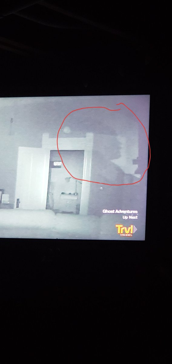 @Zak_Bagans @AaronGoodwin @GhostAdventures catching up on Ghost Adventures at the H.H. Holmes murder house, besides me did anyone notice this shadow on the wall that looks like a side view of a head?