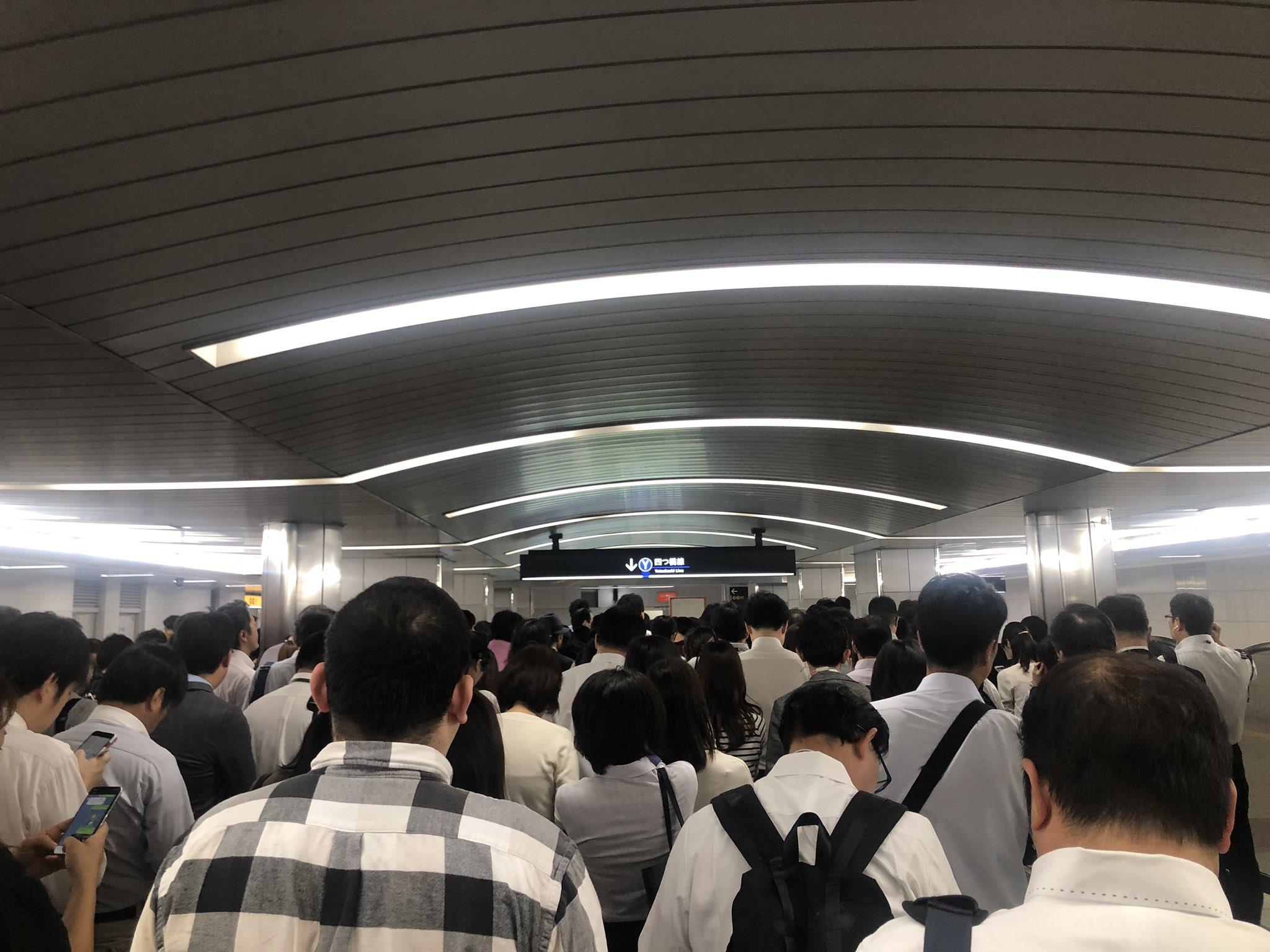 画像,御堂筋線遅延→梅田に出るために四つ橋線にくる→混んでる!!! https://t.co/xYuq9mhHgg。