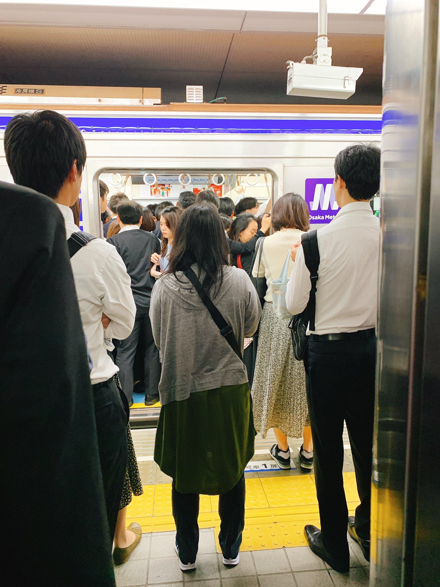 画像,大阪メトロ御堂筋線で人身事故発生!運転見合わせ中なので四つ橋線で振り替えもなんば駅は大混雑!!なかなか乗れない https://t.co/jgTO04LLcX…
