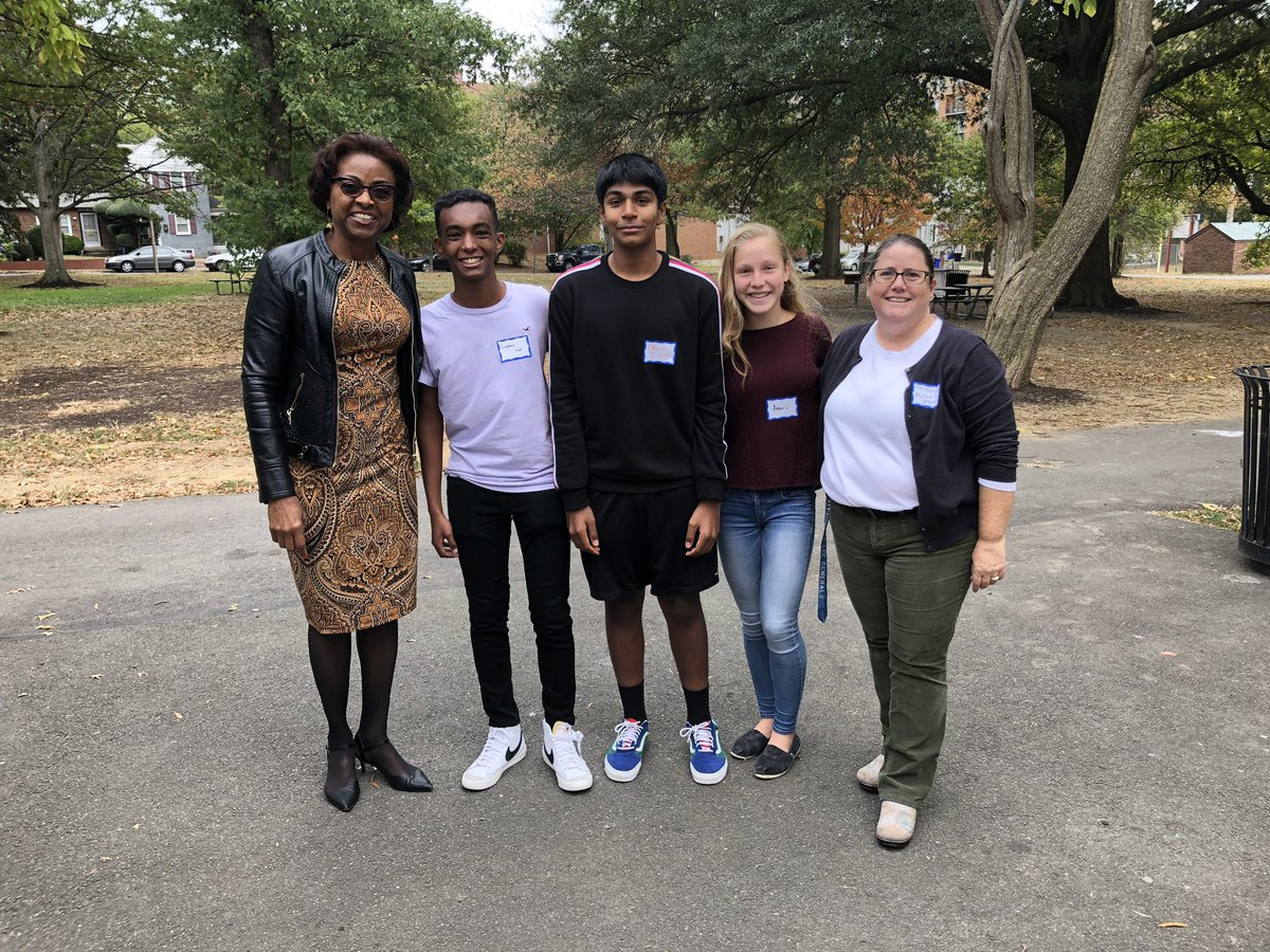 W-L Key Club Officer @ Quincy Park - Members are committed to community services.  Thanks <a target='_blank' href='https://t.co/wO07yoY9lg'>https://t.co/wO07yoY9lg</a>