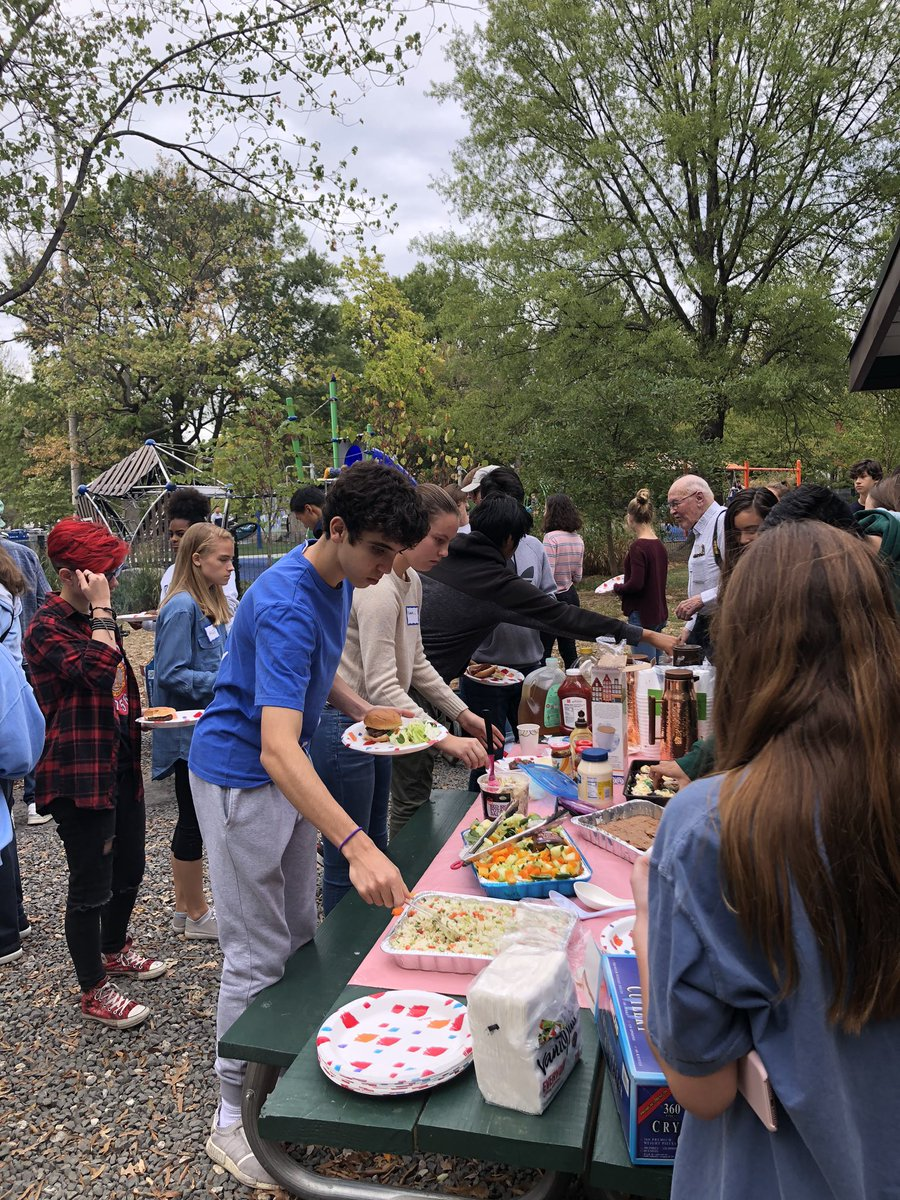 W-L Key Club - Great students enjoying good food. Kudos to the gifts you'll give back to the community. <a target='_blank' href='https://t.co/nFiL0D0cKS'>https://t.co/nFiL0D0cKS</a>