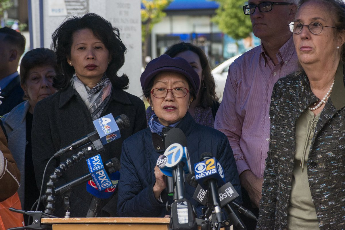 Council Members @CM_MargaretChin @StephenLevin33 attend vigil for the four homeless men killed in Chinatown.