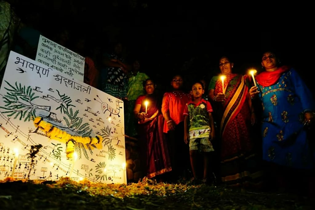 The adivasis of Aarey Forest organized a funeral for the trees that were cut. They asked the trees to forgive them because they could not save them and pledged to regrow what was lost and save what is left of #Aarey #GretaThunberg @GretaThunberg @Friday4futureIN #Savetree