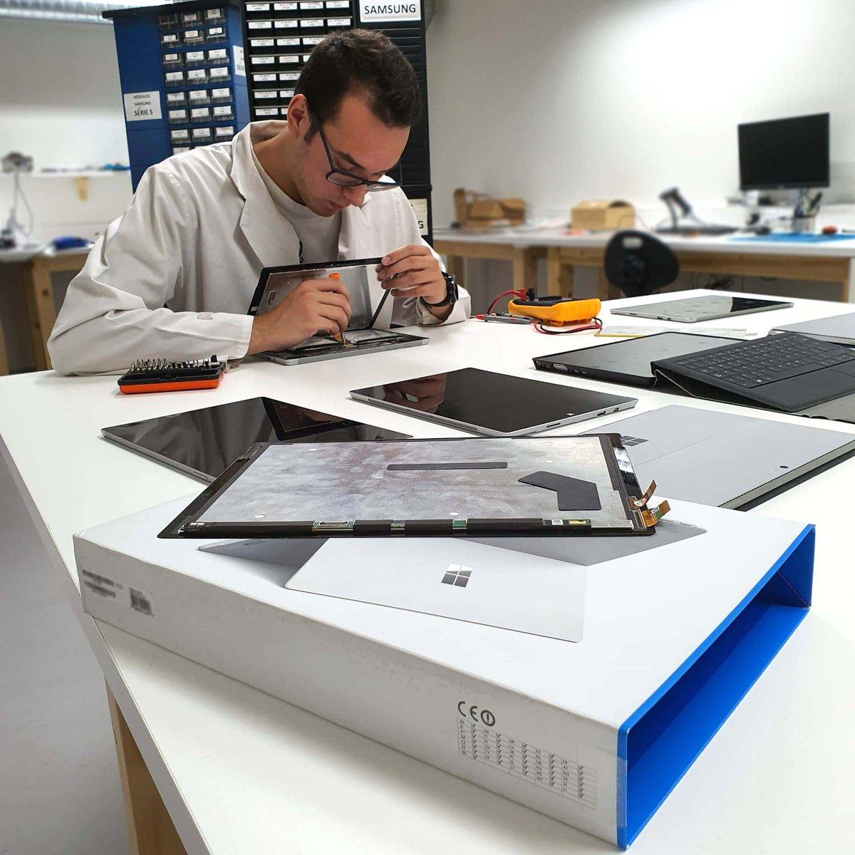 Possuímos Técnicos especializados na reparação de Microsoft Surface. Damos garantia sobre o serviço.  Consegue um orçamento grátis em http://www.ptelemoveis.pt | 244001251 | suporte@ptelemoveis.pt  #economiacircular #surface #microsoftrepair #orçamento #reparaçãopic.twitter.com/katCGpKKDD