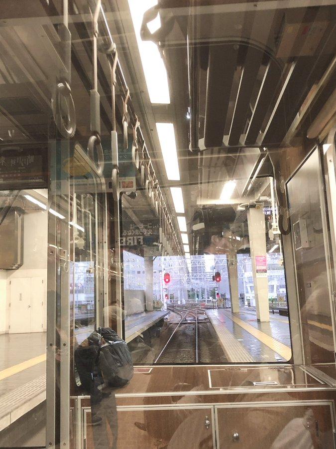 阪急宝塚線の庄内駅~服部天神駅間の人身事故で電車が止まっている現場の画像