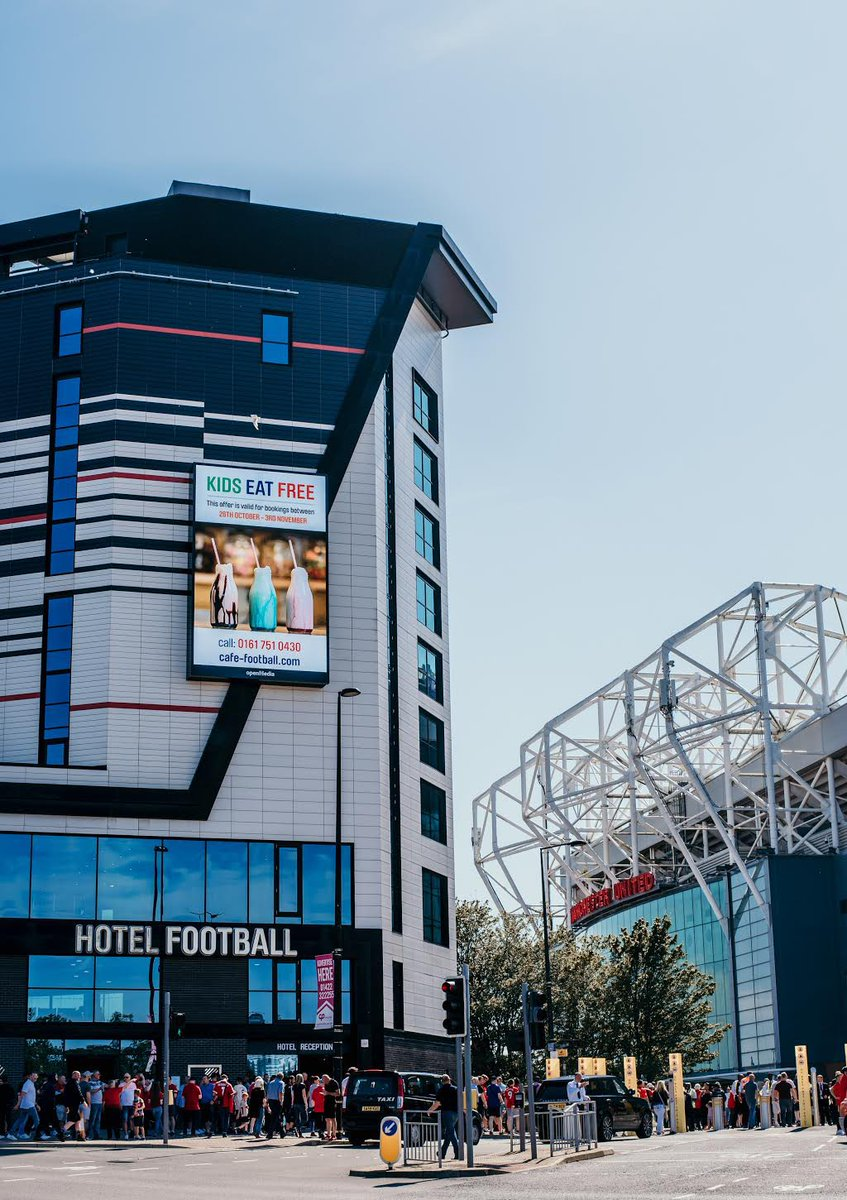 ☝🏼The board says it all! 🤩 Our KIDS EAT FREE offer this half term will be running from the 26th October - 3rd November at @CafeFootballUK Old Trafford. Treat the kids to a day out with us at Hotel Football and @cafefootballuk. #LoveFoodLoveFootball