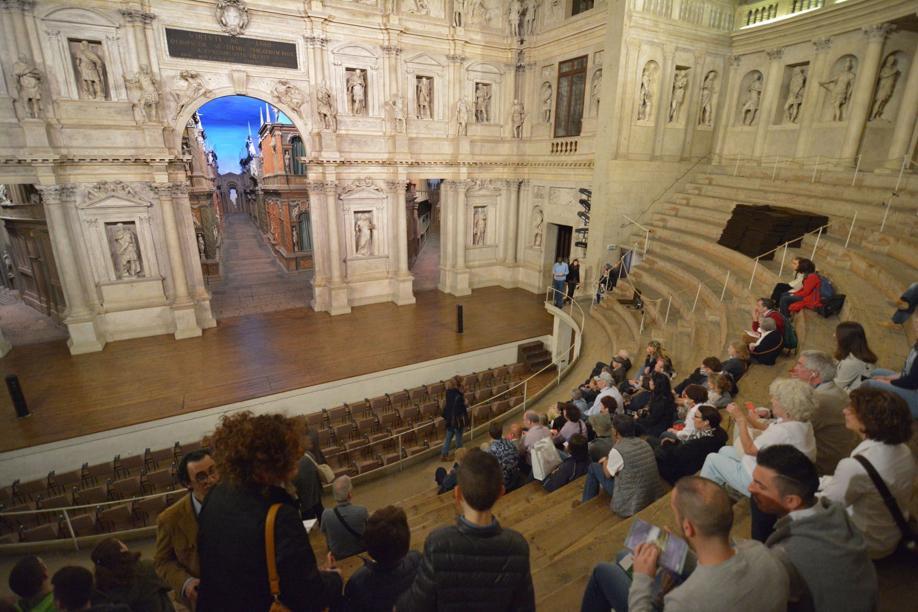 #Vicenza infiltrazioni nel sottopalco del #teatro ...