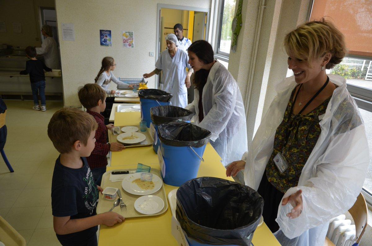 Aujourd'hui c'est la journée de lutte contre les #GaspillageAlimentaire. Justement à #Lormont, diverses #actions sont menées dans ce sens dans les #écoles pour sensibiliser au #gaspillage dès le plus jeune âge ! #ecologie #environnement #gironde https://t.co/q7HHBn8PBE