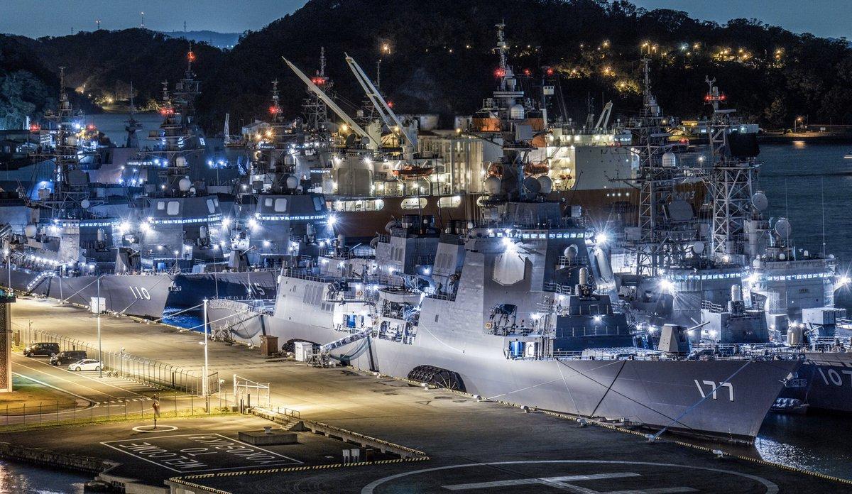 高密度艦船夜景