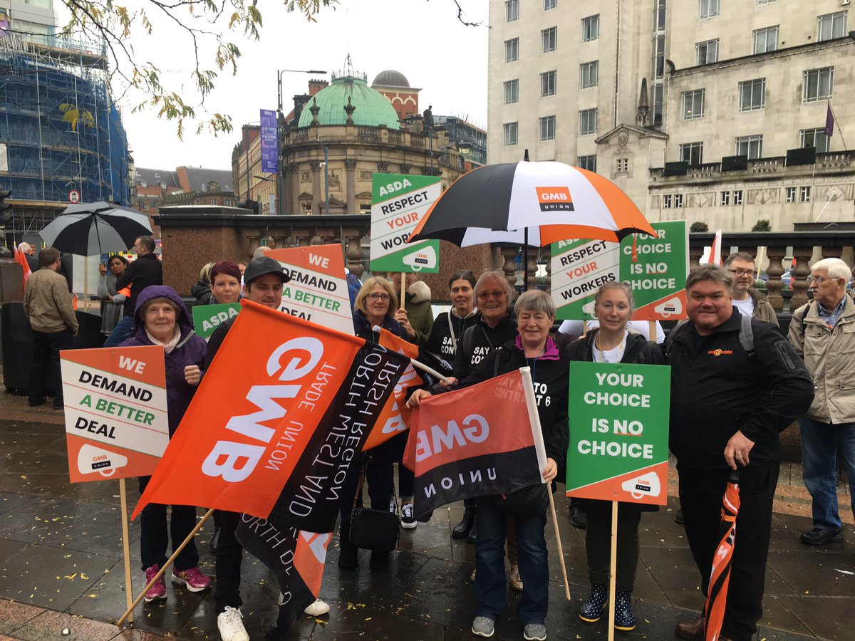 Asda workers are starting to gather here in #Leeds' City Square to protest the company's new 'flexible' Contract 6. Staff say the updated agreement will see them lose out on paid breaks and be forced to work bank holidays. But Asda claim the majority have signed the new contract.