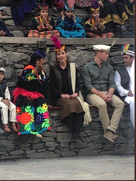 William and Kate Arrive at #Kalash #RoyalsVisitPakistan #RoyaltourPakistan #Chitral