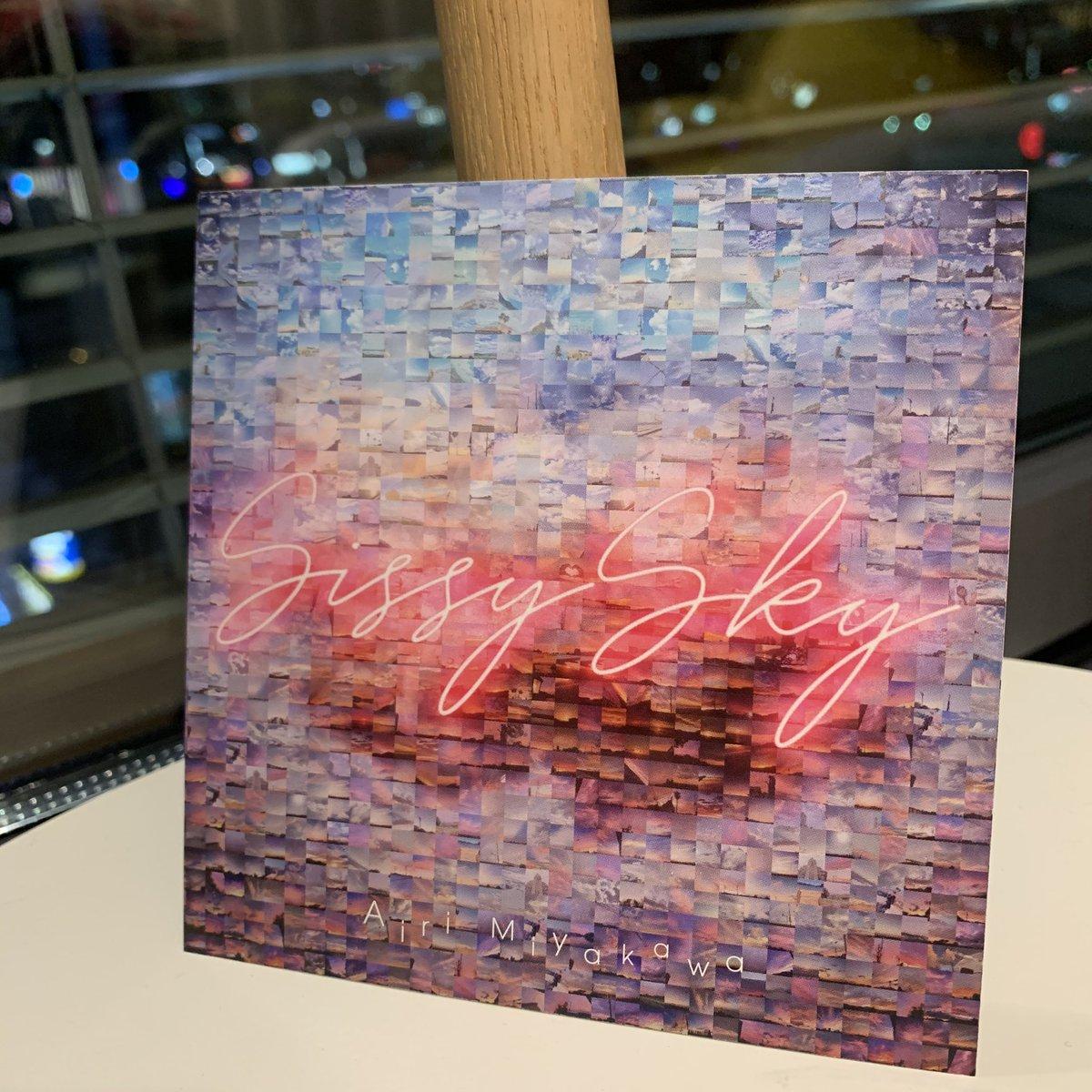 皆さんから頂いた空の写真でモザイクアートアナザージャケットが完成しました👏👏👏本日のネットサイン会では、このアナザージャケットにサインしていきます🎶【ネットサイン会番組URL】…