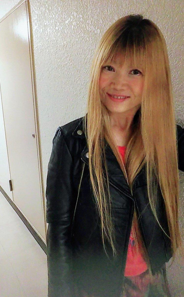 ギャル服のお店 FITTING ROOM TOKYO (@FITTINGROOMTYO)のレザージャケット\(^-^)/😆💕✨中は夏服ね🌴🌺🌴🌺🌴🌺#FITTINGROOMTOKYO #ギャル服 #ジュリオさん
