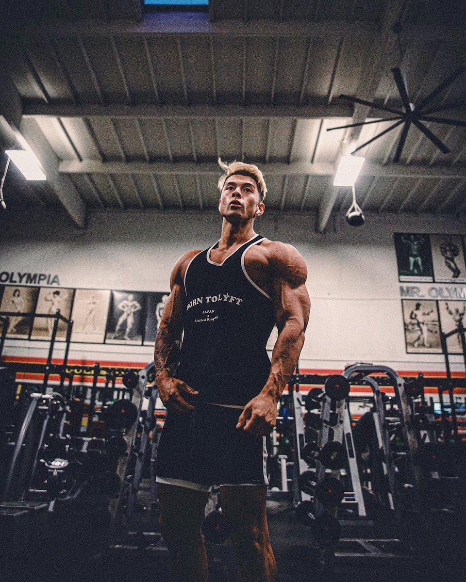 どんだけ筋肉が増えてもオシャレでいたい🔥だって冬になったら筋肉みせる機会なくなるし😂 あーー寒い