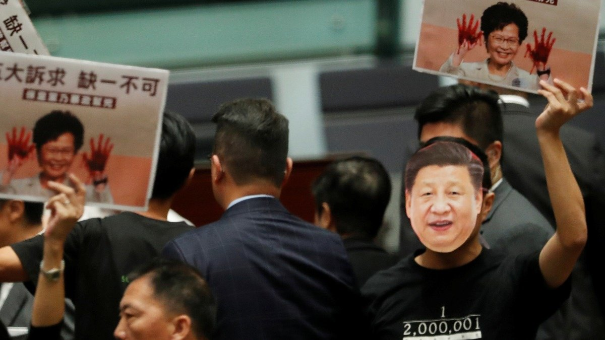 Heckling forces Lam to cancel HK policy speech https://reut.rs/35CEqsp