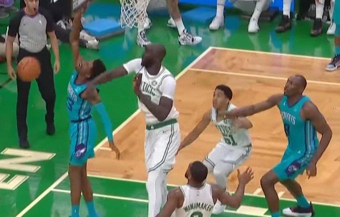 【影片】半節送2記火鍋!2米31巨獸首秀驚豔,綠軍主帥:他能長期在NBA立足!