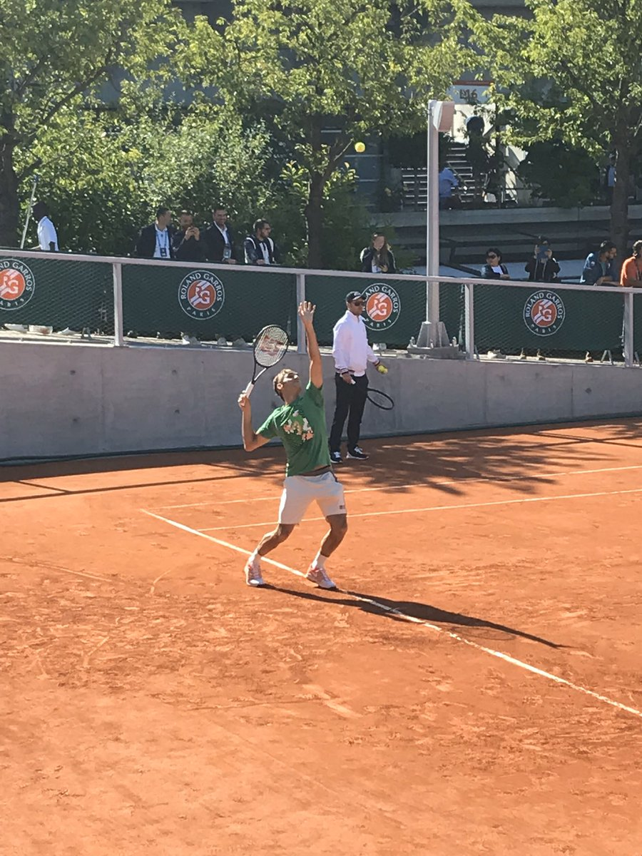 @rogerfederer picture I took of you at Roland Garros this summer while you were practicing! Pretty good photo if I do say so myself :)