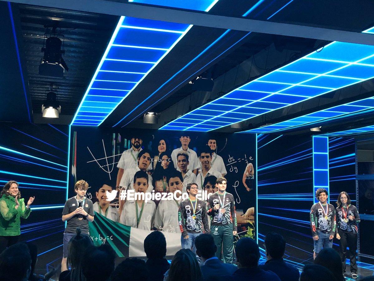 Un honor compartir con los campeones de la Olimpiada Mexicana de Matemáticas @CDMXOMM su gran historia en #TwitterFrontsMx con un tweet inspiran a un país y como dicen ellos a miles de niños para hacer un mundo mejor. De esto esta hecho nuestro Mexico #EmpiezaConEllos