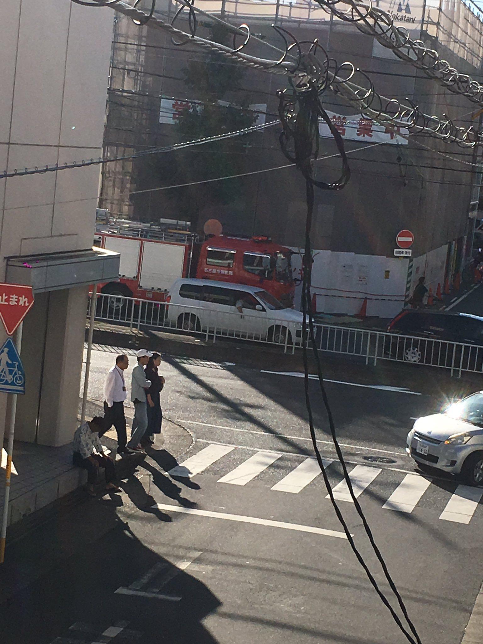 東山線の岩塚駅で発煙があり消防車が到着している現場の画像