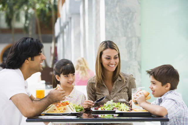 When eating out with your child or a child in your care, do you find there is little choice in the way of healthier drink options? If youre a parent, grandparent or carer/guardian in the UK - share your views & experiences in @food_active's quick survey! bit.ly/2HmlqUp