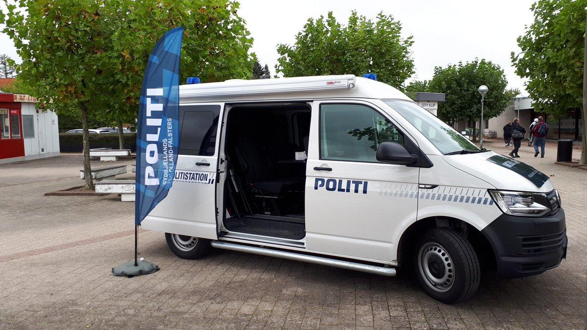 Så er vi klar med den mobile Politistation i Nørre Alslev, Guldborgsund. #tryghed #trygborger #guldkantsdanmark #lokalpoliti https://t.co/j6sBuvysky