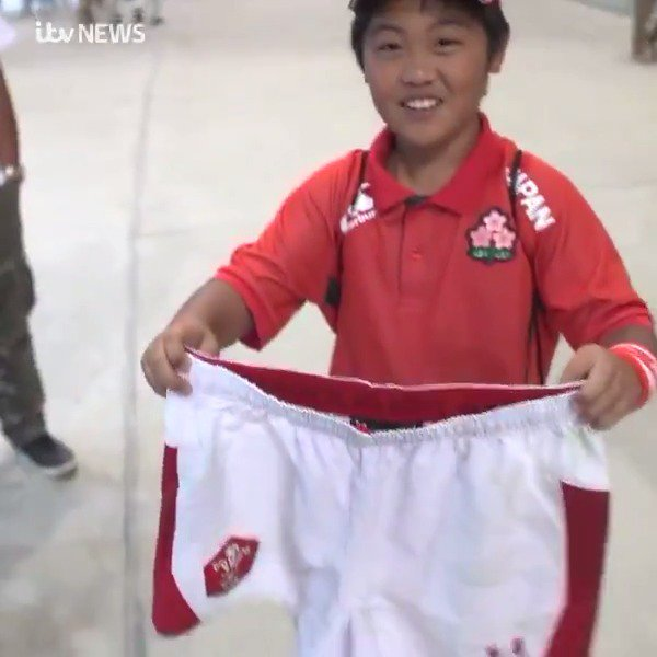 We dont know how he got them - or what Dan Biggar is wearing now but this young fan is so excited to have his shorts 😂🇯🇵 #WALVFIJ #RWC2019 @ITVRugby bit.ly/2ovhP02