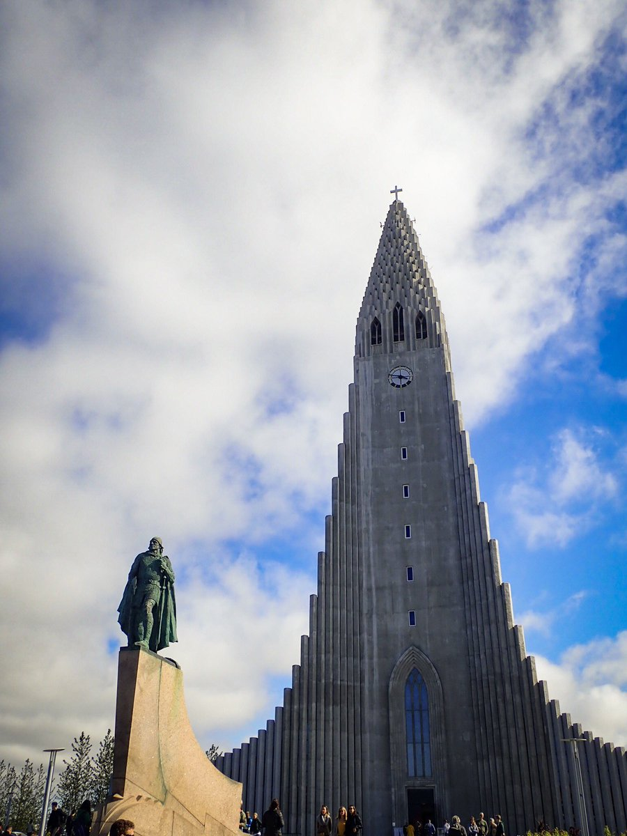 This week's #WednesdayTourist feature is: unique buildings. #Reykjavik 🇮🇸 has several unique buildings including #Hallgrimskirkja and #Harpa. 🔹Share your #uniquebuildings 🔹Use #WednesdayTourist 🔹Tag others & include @FolderRed