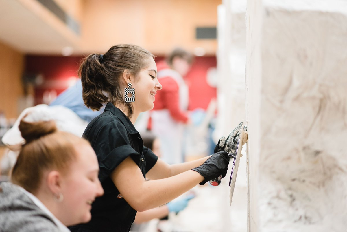Last chance to apply for our Scenic Art course! Are you aged 16-21? Do you have an interest in art, design and theatre? Find out more here (bursaries available): bit.ly/ntscenicart