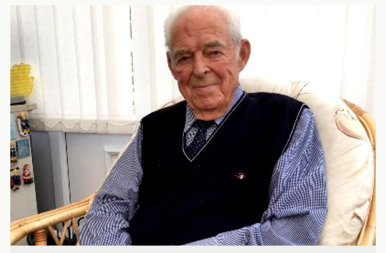 PLEASE HELP! Maybe Im naive, but I want to try to help this 91-year-old Yorkshireman who lost his life savings - £15,000 - to callous, cowardly, con artists. Even if we cant get Jon his life savings back, I hope we can restore his faith in people. 🙏justgiving.com/crowdfunding/Y…