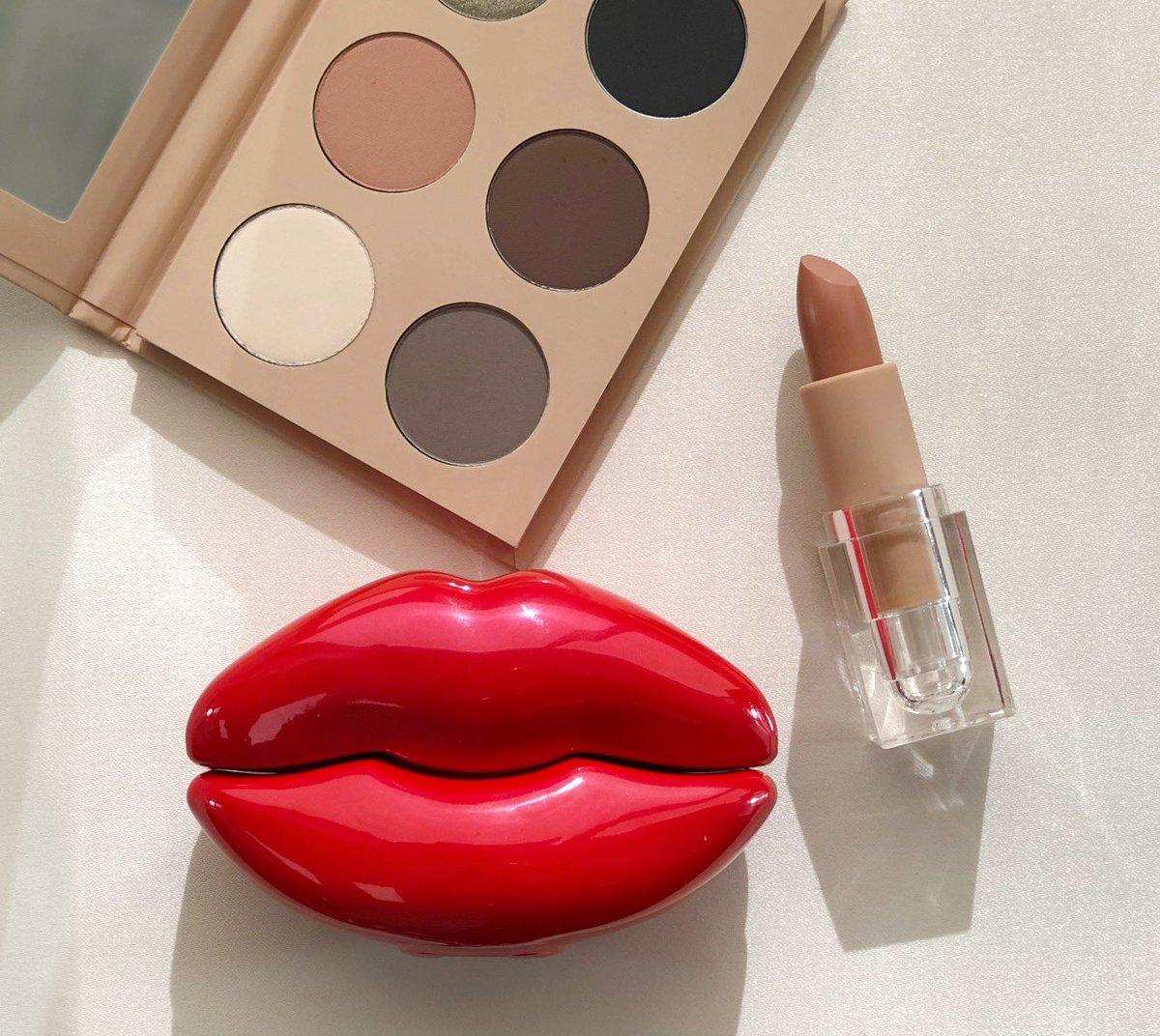 .@KylieJenner  by #KKWFRAGRANCE  Red Lips & #KKWBEAUTY  ✨