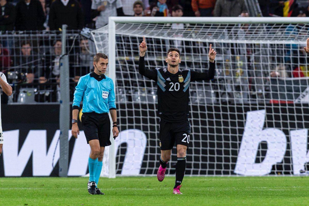 Was für ein starker Auftritt von Lucas #Alario in seinem fünften Länderspiel für @afa 🇦🇷! ↪️ 62. Minute ⚽️ 66. Minute 👟 85. Minute 👏👏👏👏 #InternationalWerkself   #GERARG