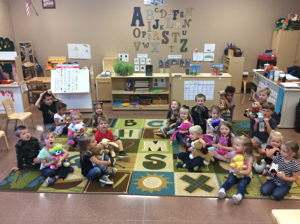 In Preschool we turn National Bear Day into fun learning opportunities: Reading informational books about bears, sorting stuffed animals, graphing, making predictions, counting, measurement and comparing/contrasting were just a few of our activities today!  #BeADragonSGEL<br>http://pic.twitter.com/w3RWPe4R9y