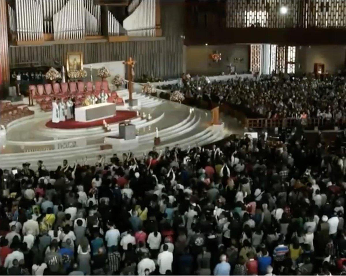 Concluye la misa en la Basílica de Guadalupe en memoria del gran José José. Más en: http://bit.ly/33fbBAi