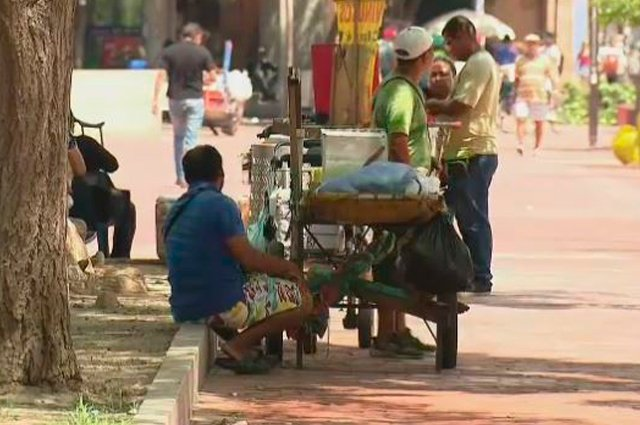 #BusColombia El rebusque se ve en cada esquina de Santa Marta ante el creciente desempleo http://bit.ly/2VsnbFp#ColombiaDecide #SantaMartaDecide