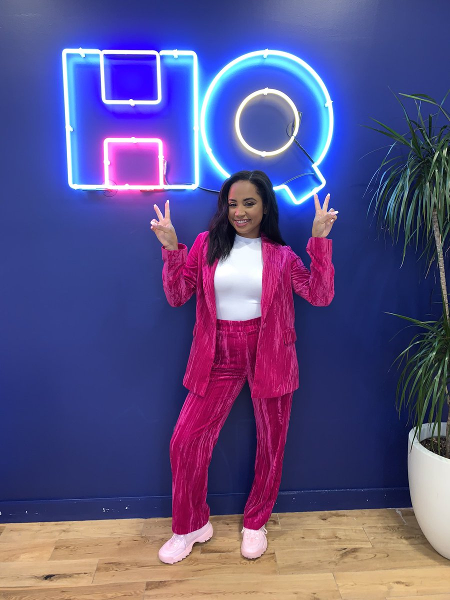 NEW HOST, WHO DIS? @hqtrivia 🎶 Today was AMAZING I hope you all loved #HQTunes We'll be back again this Sunday @ 9PM ET! #HQTrivia