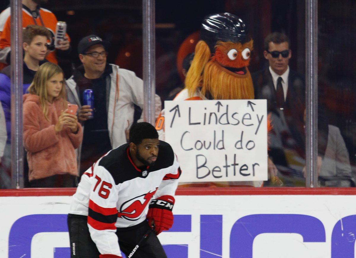 Replying to @NHLFlyers: Sup, @lindseyvonn?