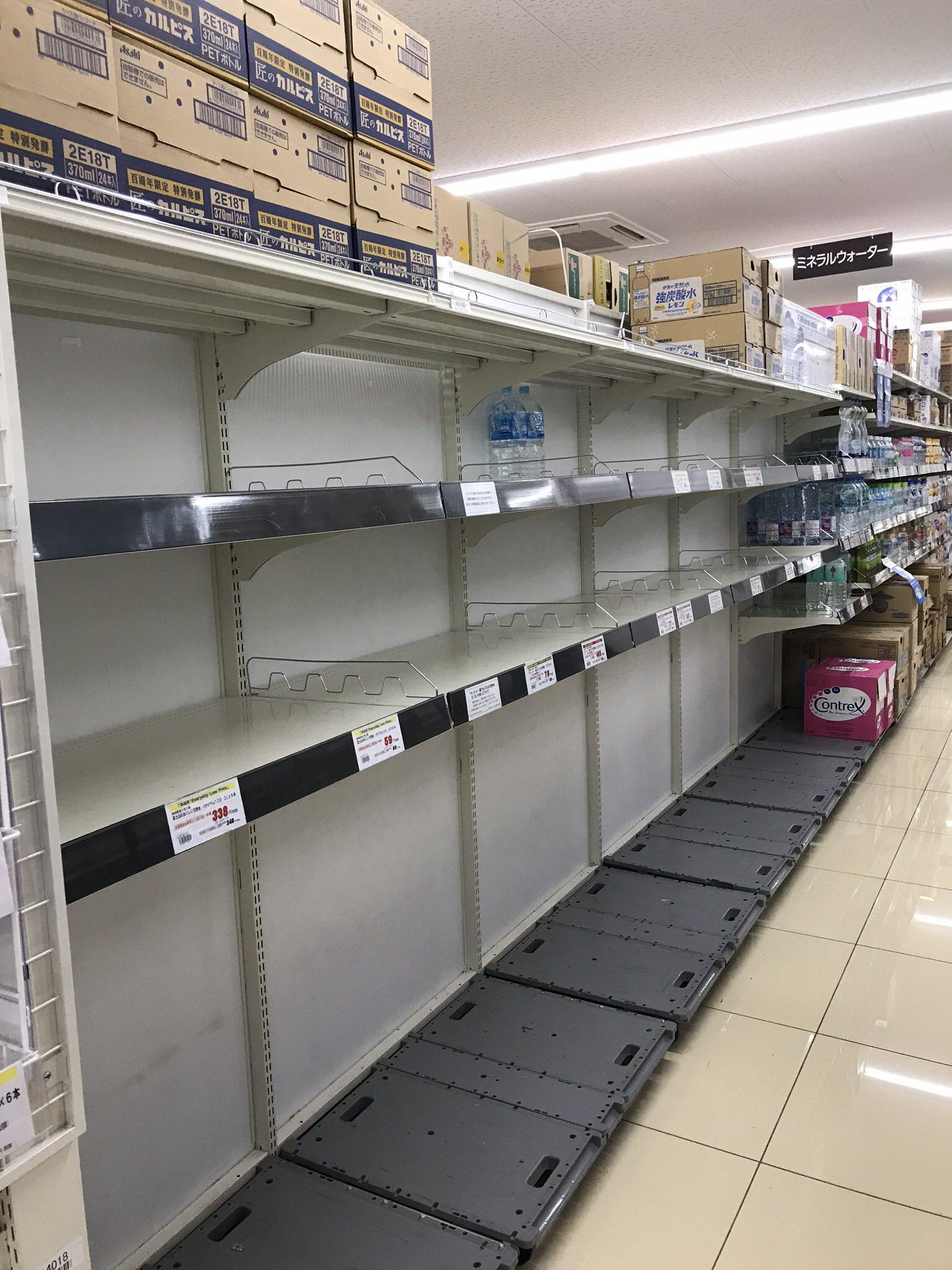 画像,自宅(千葉県)近所スーパーの水売り場を見て怖い。前回の台風は大丈夫だったけど今度はうちも…#台風対策#台風19号 https://t.co/Vjeh2B5SVX…